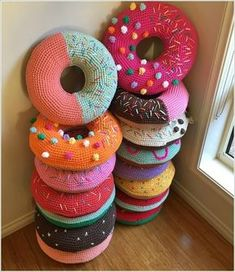 Donut Crochet pillows diy crochet craft crafts diy crafts do it yourself diy projects diy crochet ideas crochet projects diy and crafts Crochet Diy, Crochet Amigurumi, Crochet Home, Crochet Crafts, Yarn Crafts, Diy Crafts, Crochet Ideas, Tutorial Crochet, Tunisian Crochet