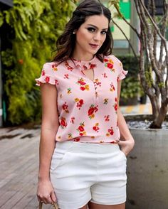 Pin tillagd av paula almeida på vestidos i 2019 Manga Shop, Fashion Outfits, Womens Fashion, Fashion Tips, Look Chic, Blouse Designs, White Shorts, Ideias Fashion, Short Dresses
