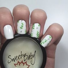 #SneakPeek  Totally obsessed with these nails! As usual, I have saved one nail for tutorial (my phone was almost out of battery, so tutorial will be filmed tomorrow) I also wanted to tell you guys about this Cuticle Butter by @workinggirlnails! This is in the scent Winter Cranberry, and I love it! The product has a balm-y texture, but melts instantly to the skin, almost like an oil! Anyway, I really like this product alot☺️
