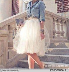 Zobacz zdjęcie Romantyczna tiulowa spódnica i dżinsowa koszula. Ekstra! w pełnej rozdzielczości