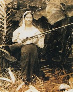 Filipina Annunciacion Chica posing for a picture as she holds a long firearm. May 23 Batangas Philippines x Filipino Art, Filipino Culture, Filipino Tattoos, Philippine Mythology, Philippine Art, Philippine Women, Tribal Tattoos, Old Photos, Vintage Photos
