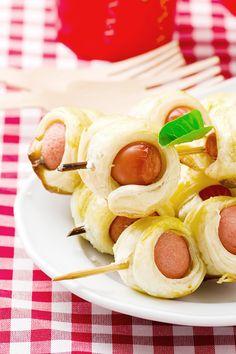 Würstchen im Schlafrock am Spieß: Total simpel, macht aber viel her auf dem Fingerfood-Buffet. (Thinkstock)