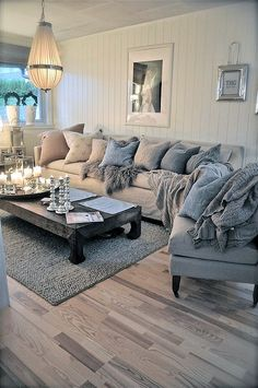 Soft and relaxing, comfy living room Grade: A We like EVERYTHING about it