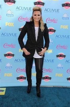 #DemiLovato rocker style at the 2013 #TeenChoiceAwards. See more celebs on Wonderwall: http://on-msn.com/19Zm3xz