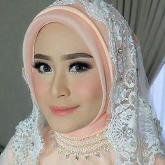 Mua from @jasminelishava . Tag temen kamu yang butuh inspirasi untuk walimahannya! Semoga kita semua diberikan jodoh terbaik yaa :) . . #walimahproject #walimah #nikah #akadnikah #nikahbarokah #inspirasipernikahan #inspirasiwedding #inspirasihijab #inspirasipengantin #resepsi #wedding #weddingday #weddingday #weddingdress #weddings #weddingideas #hijab #muslimah http://gelinshop.com/ipost/1522936602710900655/?code=BUijsV0Bf-v