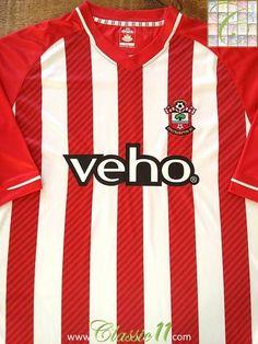 Relive Southampton s 2014 2015 season with this original home football  shirt. Camisas Clássicas De 7aea0df68ae