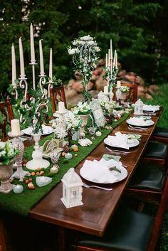 Usa el verde bosque para una boda estilo Señor de los Anillos. No podíamos dejar de traerte un par de tips para usar los colores de la temporada invernal 2017. ¡Disfrútalos al máximo!