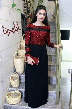 ثوب Gala Dresses, Party Wear Dresses, Traditional Fashion, Traditional Dresses, Afghani Clothes, Afghan Dresses, Floral Skater Dress, Gorgeous Wedding Dress, Handmade Dresses