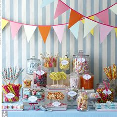 Candy in Weddings - Candy Buffet Dessert Table Old Fashioned Wedding, Old Fashioned Candy, Candy Table, Candy Buffet, Lolly Buffet, Bar A Bonbon, Candy Bar Wedding, Wedding Favors, Buffet Wedding