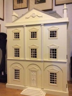 Queen-Anne-style-Dolls-House