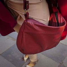 Handbag. A bag for every occasion, whether you're traveling or working. It's perfect!