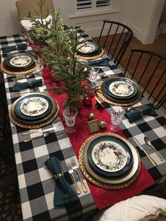 55 Rustic Farmhouse Christmas Table Decoration Ideas - Happy Christmas - Noel 2020 ideas-Happy New Year-Christmas Christmas Dining Table, Christmas Table Settings, Farmhouse Christmas Decor, Rustic Christmas, Coastal Christmas, Modern Christmas, Scandinavian Christmas, Buffalo Check Christmas Decor, Holiday Tables