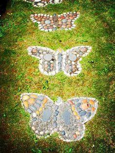 Pattweg mit Schmetterlingen
