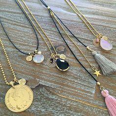 Mooie nieuwe kettingen ♡ | www.mint15.nl/4-kettingen Perfect om mee te 'stacken': draag verschillende kettingen over elkaar met verschillende lengtes.  #kettingen #ketting #necklaces #necklace #nieuw #winter #pink #black #gold #crystal #glass #hanger #facet #jewelry #sieraden #stacking #stack #necklacestacking #stacked #stackednecklaces #length #handmade #jewellery #perfect