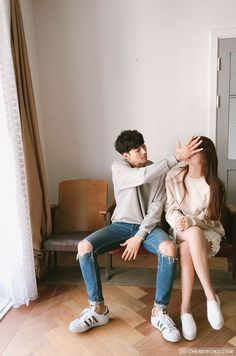 Find images and videos about girl, boy and couple on We Heart It - the app to get lost in what you love. Mode Ulzzang, Ulzzang Korea, Korean Ulzzang, Ulzzang Girl, Couple Goals, Cute Couples Goals, Sweet Couples, Couple Posing, Couple Shoot