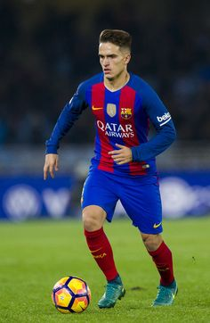 Denis Suarez of FC Barcelona controls the ball during the La Liga match between Real Sociedad de Futbol and FC Barcelona at Estadio Anoeta on November 27, 2016 in San Sebastian, Spain.