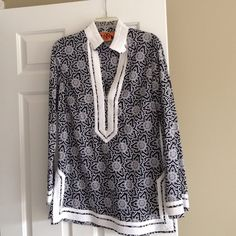 Tory Burch tunic Tory Burch tunic. Gorgeous blue and white print with white trim. Never worn, in beautiful like new condition. Size 8 Tory Burch Tops Tunics