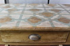 Transformar una mesa tocinera con Chalk Paint Spray Paint Projects, All Craft, Chalk Paint, Ideas Para, Wood Crafts, Painted Furniture, Restoration, Decorative Boxes, Photo And Video