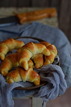 Croissant Bread, Ring Cake, Hungarian Recipes, No Bake Cake, Bagel, Scones, Food And Drink, Appetizers, Sweets