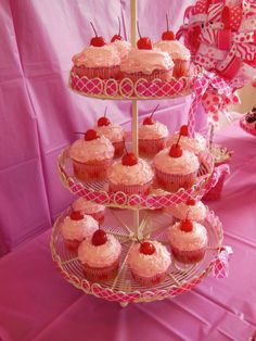 Pinkalicious cupcake from the book