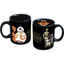 Die schwarze Tasse kommt als Sammeltasse daher und lässt den Kaffee noch besser schmecken! BB8, der lustige Droide, sowie eine Kombination aus den Droiden R2D2, C3PO und BB8 lassen den Genießer das Star Wars-Erlebnis schmecken! ca. 9 x 12 x 10 cm