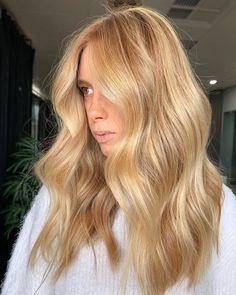 Gold Blonde Hair, Warm Blonde Hair, Blonde Hair Shades, Blonde Hair Looks, Ginger Blonde Hair, Butter Blonde Hair, Honey Blonde Hair Color, Long Blond Hair, Caramel Blonde Hair