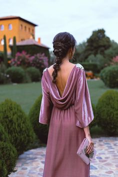 Guest look at night: Roman inspiration Mode Abaya, Red Carpet Looks, Dress Collection, Pretty Dresses, Wedding Hairstyles, Ideias Fashion, Pink Ladies, Wrap Dress, Bridesmaid Dresses