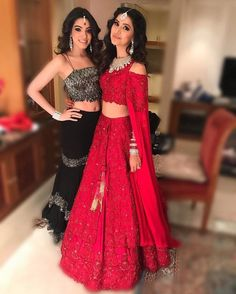 Ditch Dupatta's In Style With These Fake Look. Indian Wedding Outfits, Pakistani Outfits, Indian Outfits, Eid Outfits, Indian Attire, Indian Wear, Moda Indiana, Indian Gowns Dresses, Eid Dresses