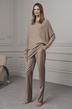 The complete ralph lauren pre-fall 2016 fashion show now on vogue runway. Fall Fashion 2016, Fall Fashion Trends, Fashion Week, Autumn Winter Fashion, Fashion Show, Fall Winter, Ralph Lauren Style, Ralph Lauren Collection, Mode Outfits