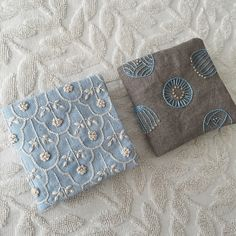 ニードルブック、作ってみました。 小さいので刺繍も仕立てもそんなに時間はかからず(^.^) 針の号数がいつもわからなくなるので、スタンプで #ニードルブック #embroidery #刺繍 #樋口愉美子 #刺繍とがま口 #ハンドメイド