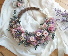 * wedding wreath bouquet * レース刺繍のクラシカルな雰囲気のドレスに合わせてアンティークで上品なリースブーケにさせて頂きました ドレスのお写真を見ながら花嫁さまの雰囲気に合わせて作るリースブーケは私もすごく幸せな気持ちになります…(*´˘`*)♡ 気に入って頂けて私も当日がとっても楽しみです 優しくてあたたかいメッセージありがとうございました。 * * 素敵なweddingになりますように…️ * * * #リースブーケ#wreathbouquet #wreath#リース#2017秋冬婚 #ナチュラルブーケ#handmade #結婚準備#ウェルカムリース #wedding#結婚式#flowerarrange #ブライダル#プリザーブド#前撮り #driedflower#ナチュラルウェディング #ウェディング#プレ花嫁#結婚準備中 #ガーデンウェディング #flowerwreath#flowerstagram #ヘッドパーツ#weddingbouquet #フォトウェディング#挙式#手作り #ドライフラワー#ウェディングブーケ * ...
