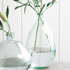 Clear Tall Recycled Glass Balloon Vase, These adorable glass vases are slightly misshapen to resemble classic inflatable balloons, bringing fun and whimsy. Crafted from recycled glass. Vase Centerpieces, Vases Decor, Flower Vases, Flower Arrangements, Organic Glass, Vase Design, Tall Flowers, Clear Glass Vases, Round Glass Vase