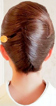 Rolled Hair, French Twist Updo, Roll Hairstyle, Twisted Updo, Hair Dos, Updos, Hairstyles, Japan, Beautiful