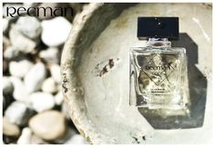Recman Code 14 to świeży i zmysłowy zapach dla pewnego siebie mężczyzny. Klasyczny flakon zwieńczony charakterystyczną nasadką kryje w sobie zapach pełen wdzięku i charyzmy. Podstawową nutą zapachową jest drzewo cedrowe, które w połączeniu z bergamotką i różowym pieprzem oraz pozostałymi nutami tworzą unikatowy i długotrwały zapach. Perfumy Recman to również doskonały pomysł na prezent - każdy flakonik jest zapakowany w oryginalne opakowanie o wyjątkowym wzornictwie z tłoczonym logo Recman.