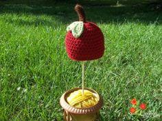 FREE crochet pattern Apple of My Eye Newborn Hat