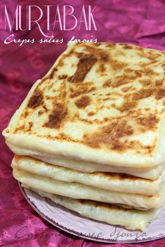 Murtabak: It's in Singapore that I ate my first Murtabak stuffed crepes made from meat, onions, eggs, spices: a local recipe enjoying Source by Amirapassions Indian Food Recipes, My Recipes, Cake Recipes, Crepes, Tunisian Food, Algerian Recipes, Algerian Food, Ramadan Recipes, Bruchetta