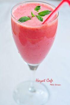 Hayat Cafe » » ÇİLEKLİ SMOOTHİE TARİFİ | Kolay Pratik Tarifler