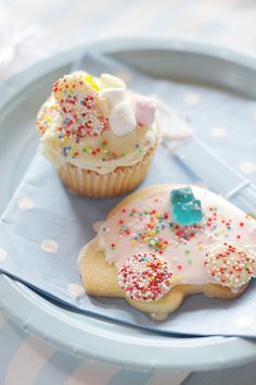 cupcake and cookie decorating! by hello naomi, via Flickr