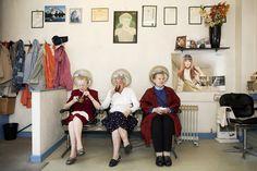 Cabeleireiro em Black Country, na #Inglaterra. O clique foi feito por #MartinParr, maior nome da #fotografia contemporânea, que ganhará uma exposição no MIS. Foto Martin Parr/Magnum Photos.