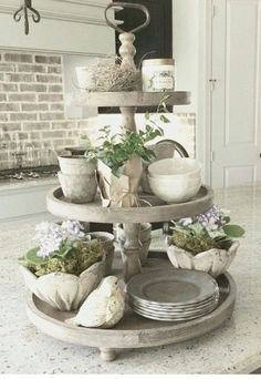 Love all the off white things #french_style_spring #rustichomedecor
