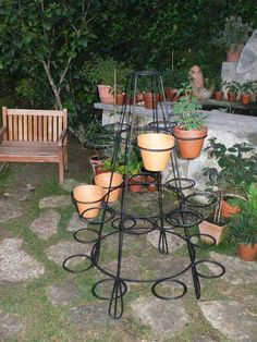 Most Affordable and Simple Garden Furniture Ideas Easy Garden, Indoor Garden, Indoor Plants, Outdoor Gardens, Outdoor Metal Plant Stands, Garden Shelves, Wrought Iron Decor, Decoration Plante, Diy Plant Stand