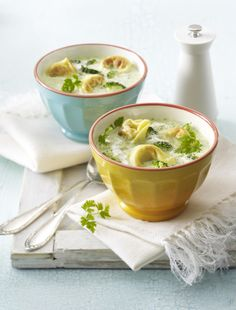 Unser beliebtes Rezept für Brokkoli-Cremesuppe mit Tortellini und mehr als 55.000 weitere kostenlose Rezepte auf LECKER.de.