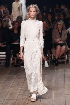 Alexander McQueen   Spring 2016   Look 1