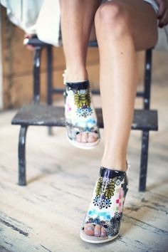 love those funky shoes