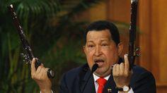 Venezuela. Pistolas del siglo XIX, tiempos de Simón Bolívar. Wilmer Ruperti se las regaló a Hugo Chavez.