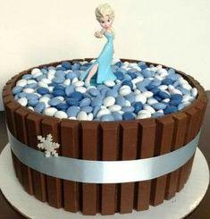 Bolo da Elsa: 80 Modelos Fantásticos Para se Inspirar! Bolo Frozen, Elsa Frozen, Bolo Elsa, Birthday Cake, Ideas Para, Safari, Desserts, Food, White Frosting
