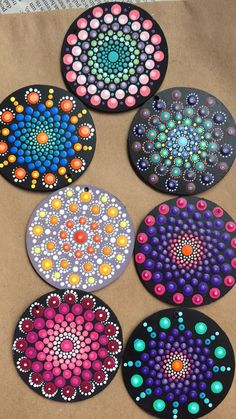 Creative Ideas for Painted Pebble and River Stone Crafts Rock Painting Patterns, Dot Art Painting, Rock Painting Designs, Mandala Painting, Pebble Painting, Pebble Art, Stone Painting, Mandala Painted Rocks, Mandala Rocks