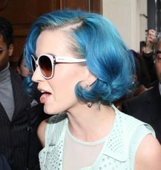 http://assets.poponthepop.com/photos/full/katy-perry-blue-hair-picture.jpg