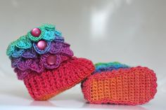 Crocodile Stitch Baby Booties - Crochet pattern I can do this with a video for babie booties off of youtube and then just do the neck with the croc stitch