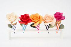 Estas lindas flores de papel no cone ficam lindas na decoração de festas.